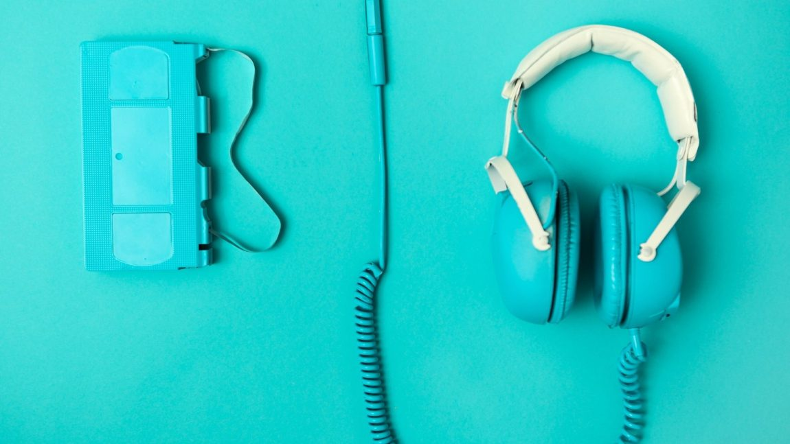 Guide to a Podcast Starter Kit: The Best Equipment for Newbies and Pros